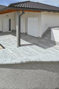 Terrassen- und Badumrandungen-